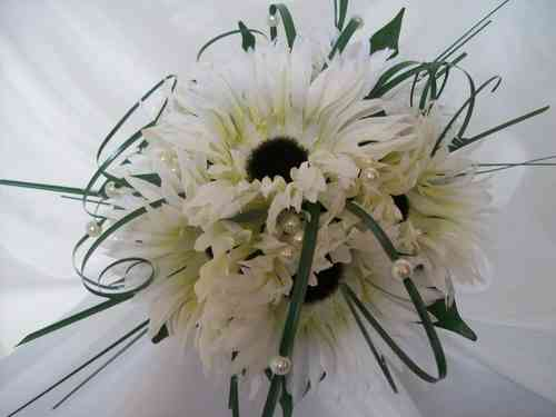 Ivory Cream and White Bouquet Ideas