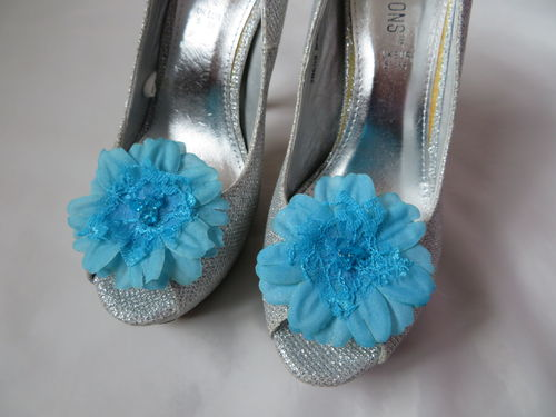 Turquoise Daisy Shoe Clips